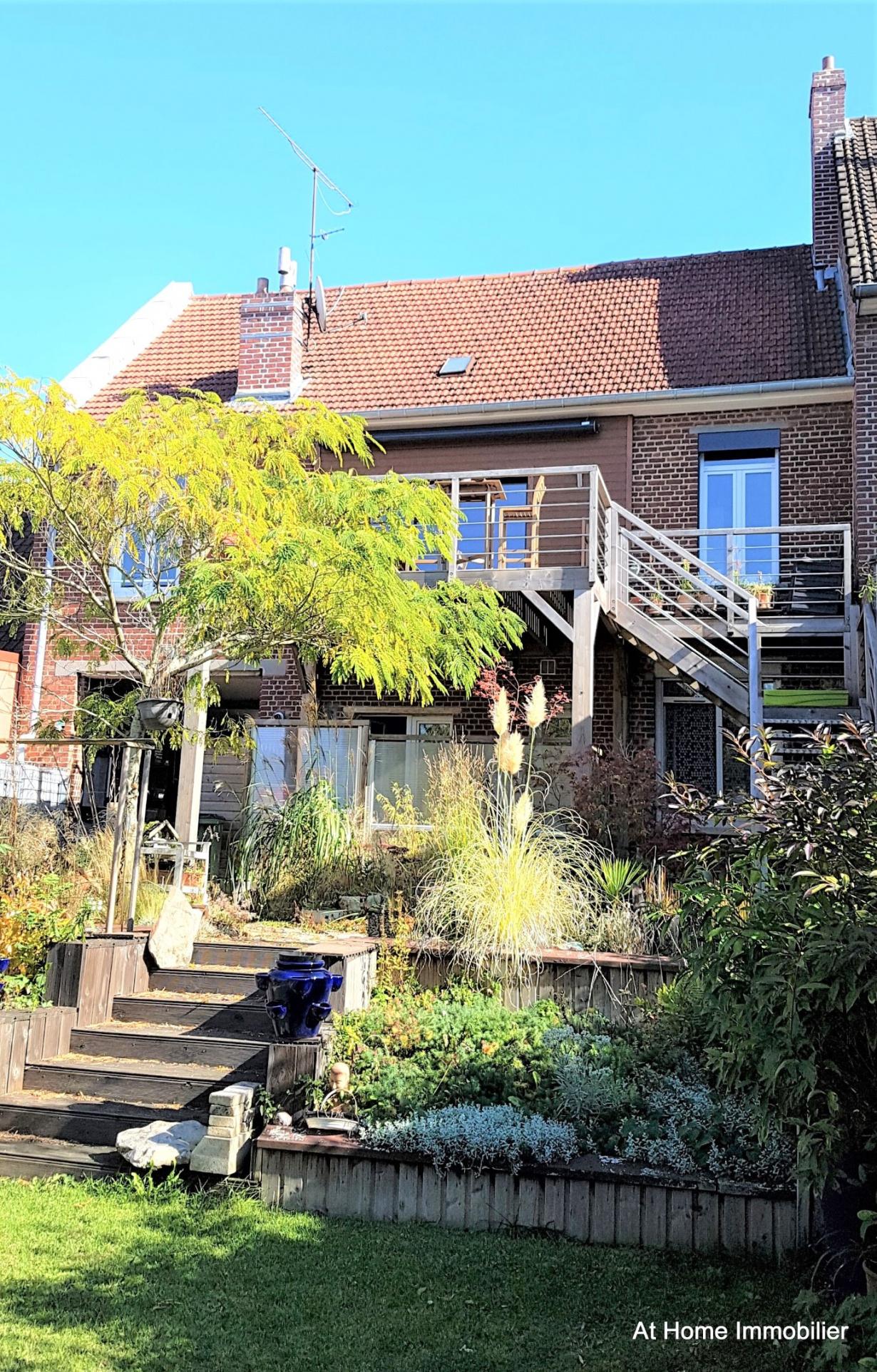 Vente ensemble immobilier avec jardin et garages for Immobilier avec jardin